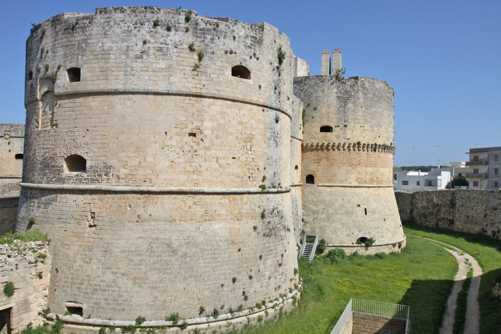 castle of otranto essays Over the centuries the american captivation for the grotesque and cryptic elements of gothic literature ne'er died off since its beginnings with horace walpole's the castle of otranto in 1764.